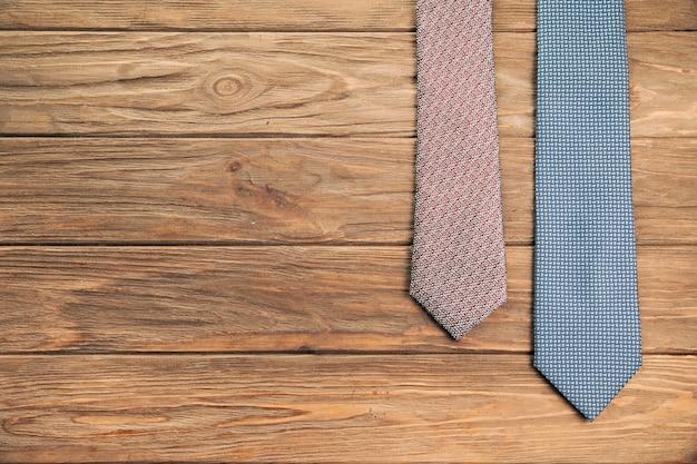 Krawatten mit mustern an bord