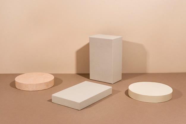 Kreative anordnung des minimalistischen podiums
