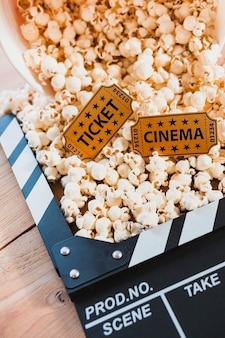 Kreative Anordnung für Popcorn und Klöppel