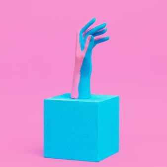 Kreative bemalte hand in geometrischer komposition. mode minimales visuelles design