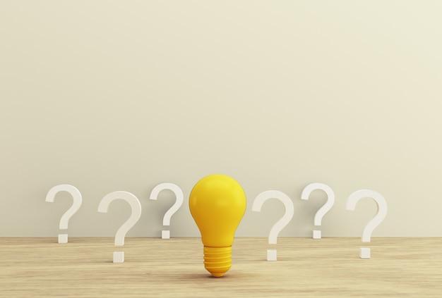 Kreative idee und innovation mit minimalem konzept. gelbe glühlampe, die eine idee mit fragezeichen auf einem hölzernen hintergrund aufdeckt.