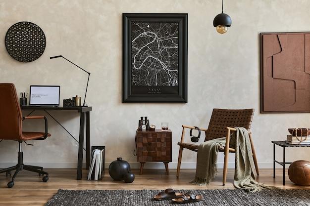 Kreative komposition aus elegantem, maskulinem home-office-interieur mit mock-up-posterrahmen, braunem sessel, industriellem schreibtisch und persönlichem zubehör. vorlage.