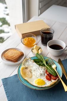 Kreative komposition köstlicher frühstücksmahlzeiten