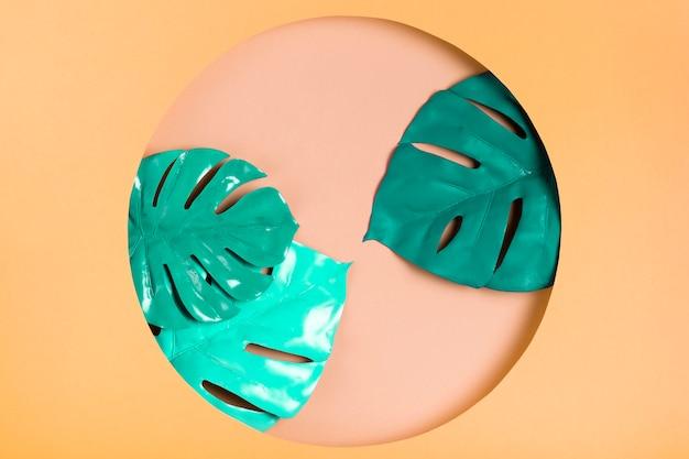 Kreative papierform mit blättern nach innen