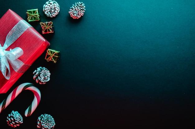 Kreative und minimale zusammensetzung für weihnachtsgrußkartenhintergrund