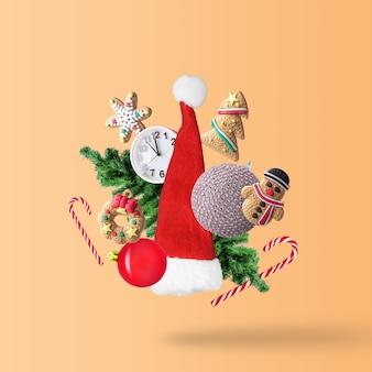 Kreative weihnachtskomposition aus weihnachtswinterdekoration