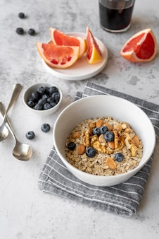 Kreative zusammensetzung der frühstücksmahlzeit