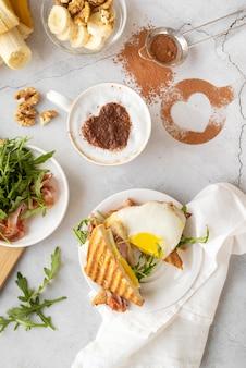 Kreative zusammensetzung des frühstücks
