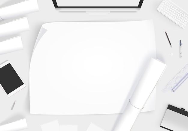 Kreativer designertisch mit leerem papier whatman