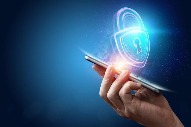 Kreativer hintergrund, männliche hand, die ein telefon mit einem hologramm 5g auf dem hintergrund der stadt hält. das konzept des 5g-netzes, des mobilen hochgeschwindigkeitsinternets und der netze der neuen generation. kopieren sie platz, mischtechnik.