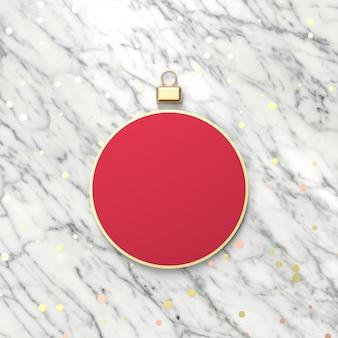Kreativer roter weihnachtsball für produktanzeige. 3d weihnachten hintergrund. ansicht von oben. flach liegen.