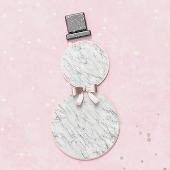 Kreativer weihnachtsschneemann für produktanzeige mit marmorsteinbeschaffenheit. 3d weihnachten hintergrund. ansicht von oben. flach liegen.
