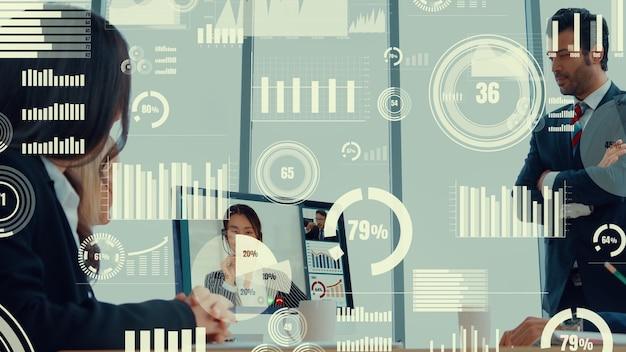 Kreatives bild von geschäftsleuten in einer unternehmensmitarbeiterbesprechung auf videoanruf