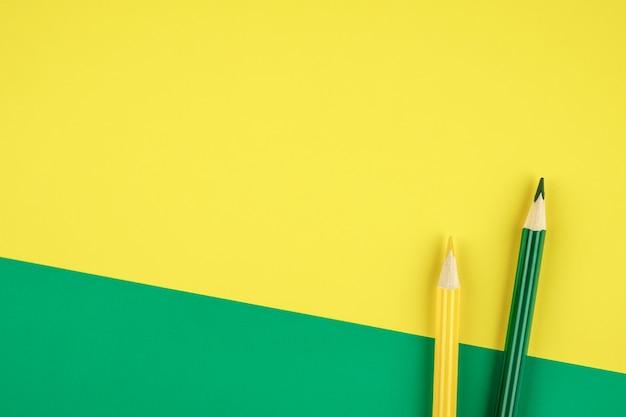 Kreatives flachbaudesign von buntstiften