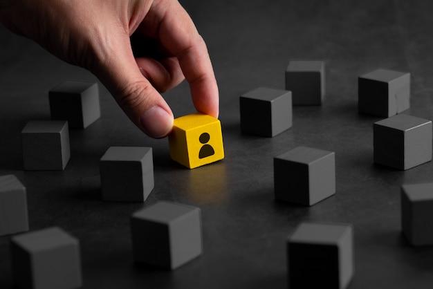 Kreatives konzept für geschäfts- und hr-puzzle-würfel