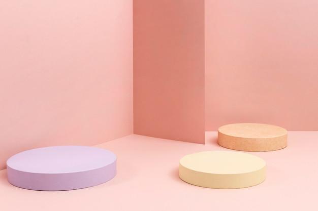 Kreatives sortiment minimalistischer bühnen