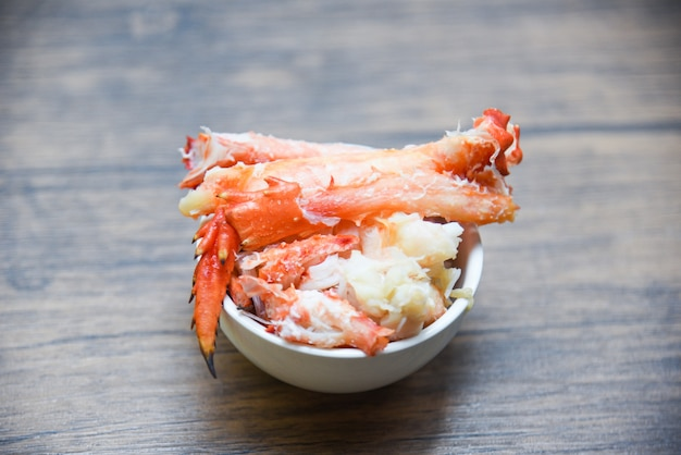 Krebsfleisch in einer tasse - rotes krabben-hokkaido