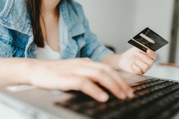 Kreditkarte für online-shopping und online-zahlung