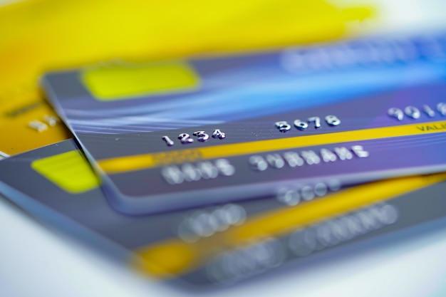 Kreditkarten auf weiß