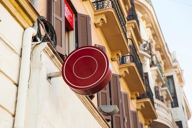 Kreisförmiges rotes schild
