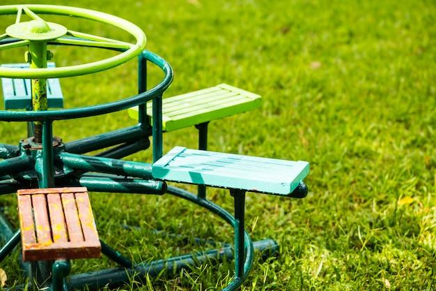 Kreiskarussell im kinderspielplatz