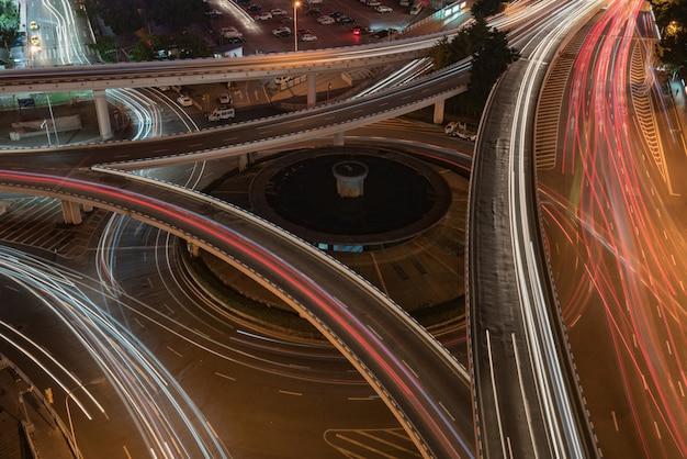 Kreisüberführung und moderne städtische architektur in chongqing, china