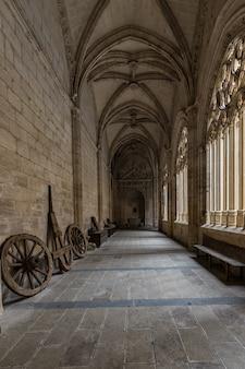 Kreuzgang in der kathedrale von segovia.