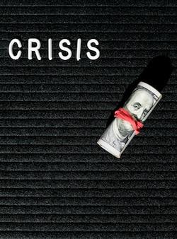 Krisenwort und banknoten mit gummiband