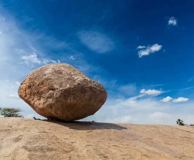 Krishnas butterball - balancierender riesiger natürlicher stein, maha