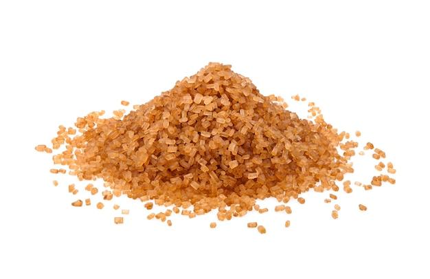 Kristalle rohrzucker, brauner karamellrohrzucker isoliert