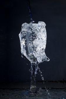 Kristallglas viel wasser