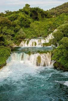 Krka flusswasserfälle im krka nationalpark, kroatien