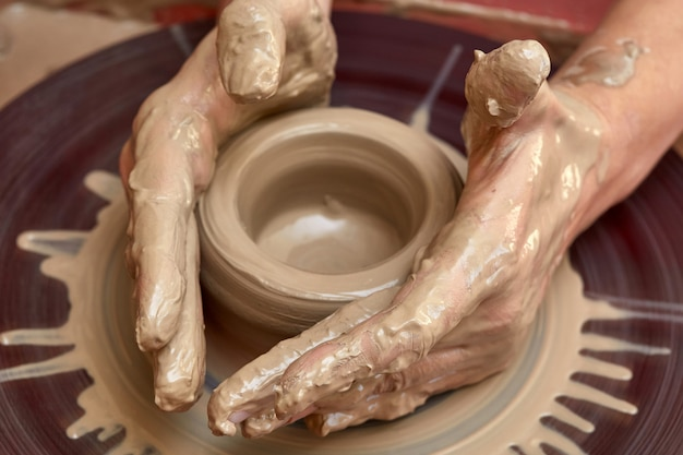 Krug oder vase aus ton herstellen