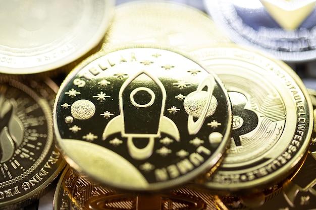 Kryptowährung bitcoin die zukünftige münze, neues virtuelles geld. die wachstumsrate der goldmünze ist die wichtige währung, um in der globalen weltzukunft alles zu bezahlen.