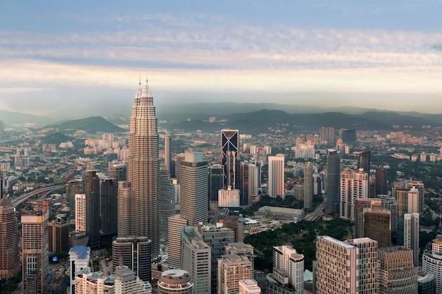 Kuala lumpur skyline vor sonnenuntergang, malaysia, kuala lumpur ist die hauptstadt von malaysia.