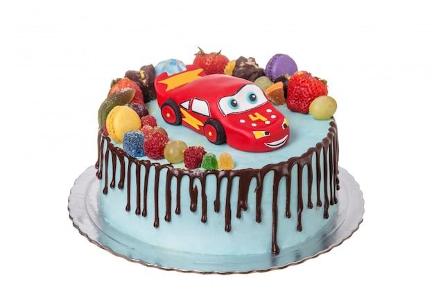 Kuchen aus zuckerpaste, auto. kind am tag der geburt.