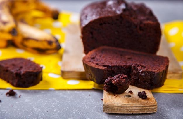 Kuchen, cupcake mit bananen und schokolade. hausgemachte kuchen