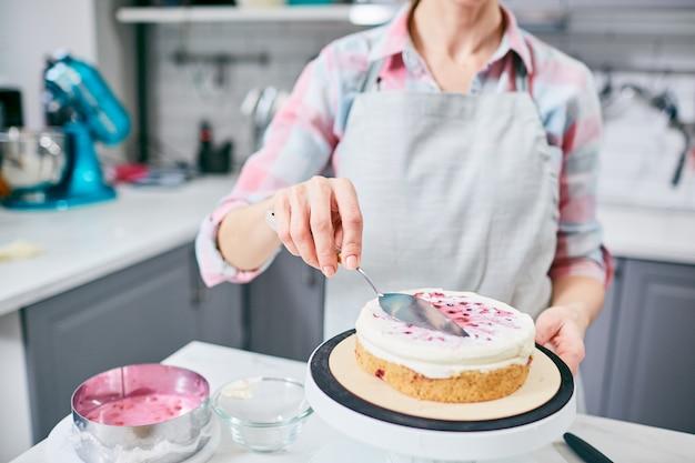 Kuchen dekorieren