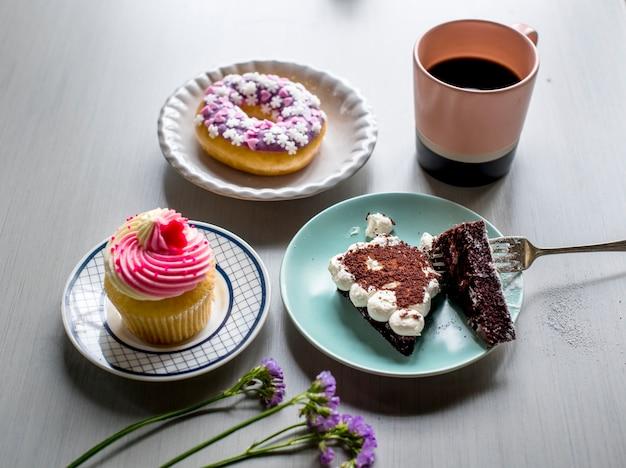 Kuchen donut bäckerei süßigkeiten dessert pause zeit