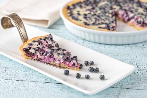 Kuchen mit frischen blaubeeren und sauerrahmfüllung