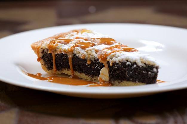 Kuchen mit mohn und karamell