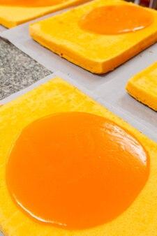 Kuchen mit orangencreme drauf