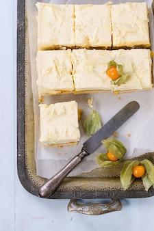 Kuchen mit tropischen früchten