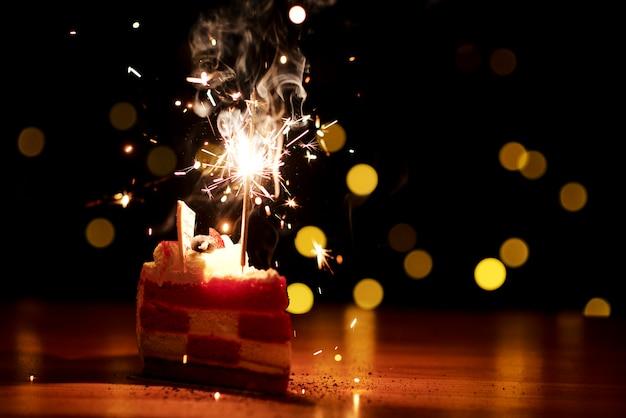 Kuchen mit wunderkerze für party