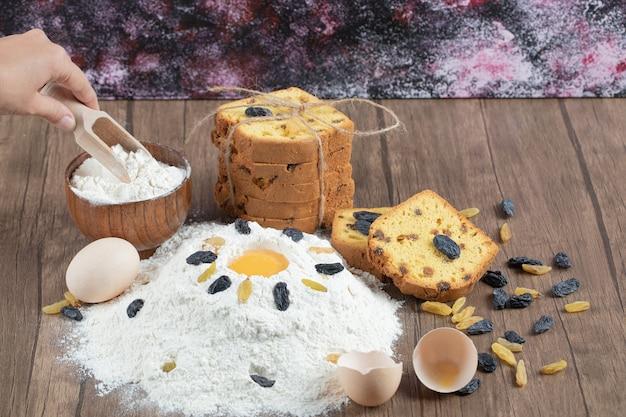 Kuchen mit zutaten wie eigelb und mehl backen