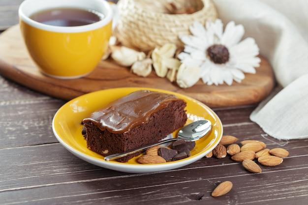 Kuchen und teetasse