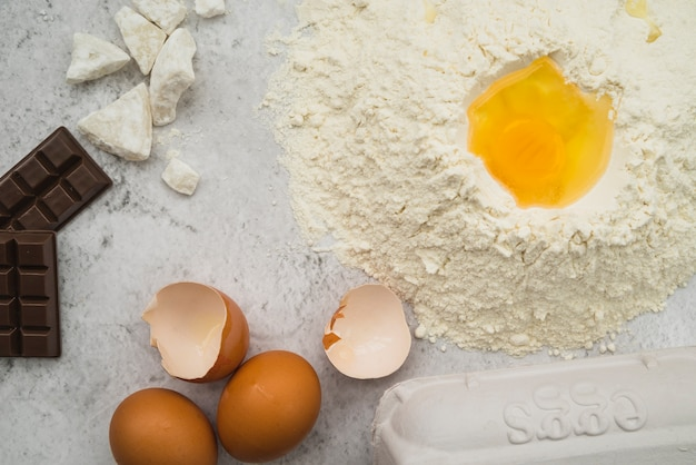 Kuchenbestandteile auf küche worktop