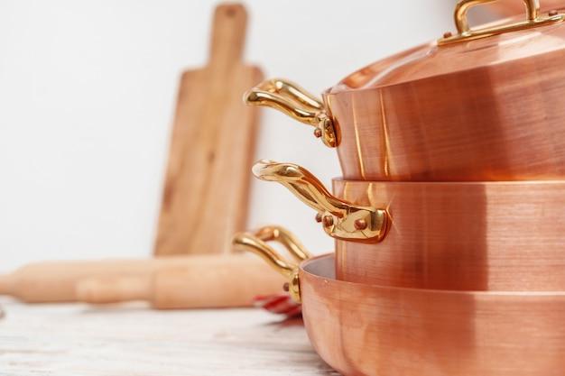 Küche für professionelle kupfertöpfe