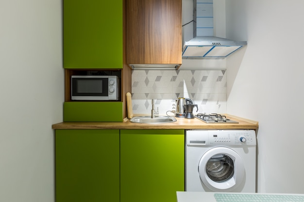 Küche in einer kleinen wohnung grün