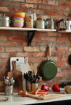 Küche mit zutaten und werkzeugen